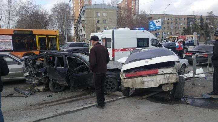 Пьяный водитель устроил массовое ДТП на Кошурникова