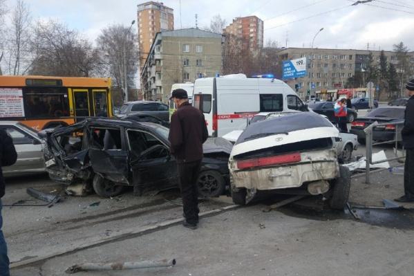 Авария произошла на перекрёстке улиц Кошурникова и Адриена Лежена