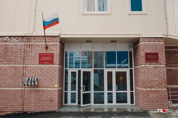 В Ленинском районном суде сегодня проводят заседания, но пускают на них не всех
