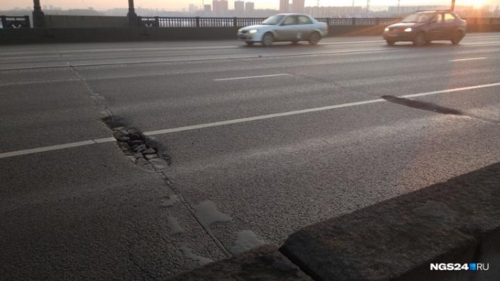 За 2 недели до Универсиады решено срочно ремонтировать асфальт на Коммунальном и Октябрьском мостах
