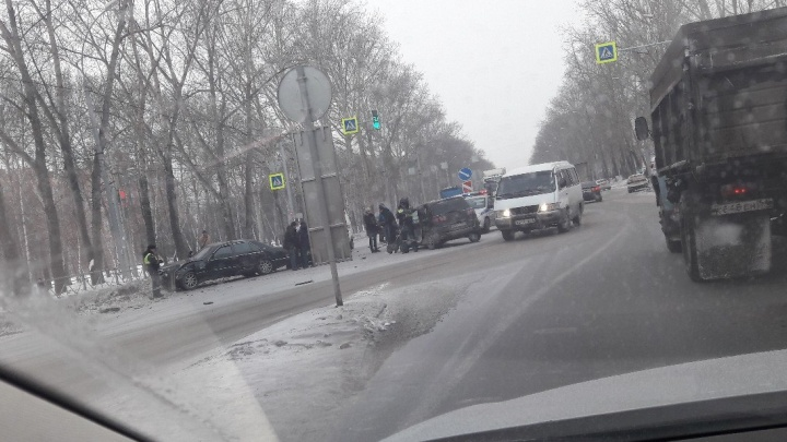 Массовая авария на улице Петухова: столкнулись четыре иномарки