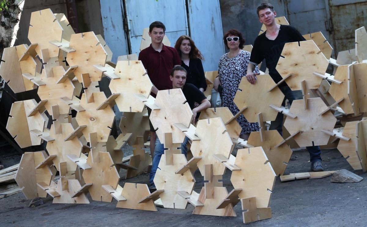 Ребята создали 250 деталей для будущих инсталляций. Одна из них — «Пермский период» — будет собрана по принципу большого пазла