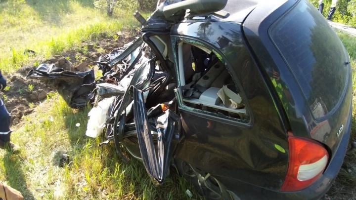 Отвлёкся от управления: грузовик протаранил «Ладу» с подростком на трассе в Челябинской области