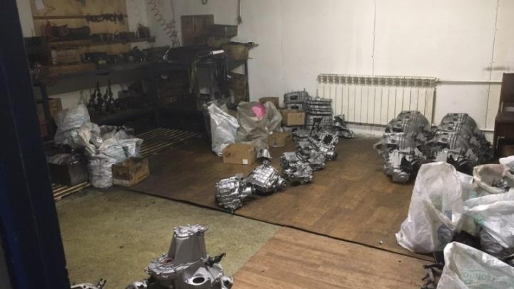 Полицейские нашли под Самарой гаражи с поддельными запчастями для автомобилей