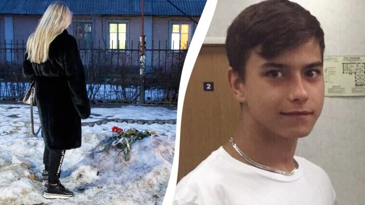 «Те толпой шли забивать младших»: 16-летнего подростка зарезали на глазах равнодушных прохожих
