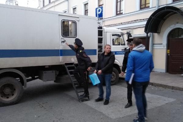 Активиста отправили в изолятор сразу после заседания суда