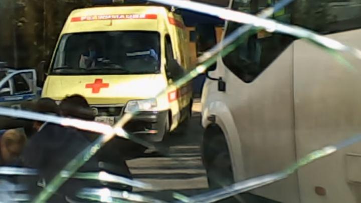Девочка выбежала прямо под машину: видео с регистратора