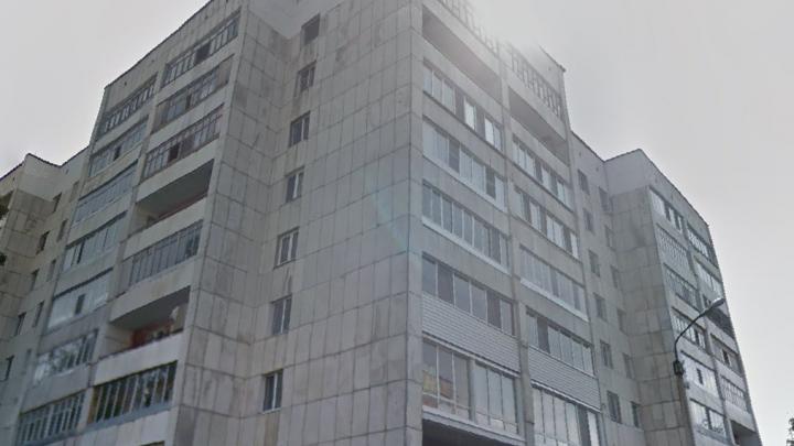 Жительница Тобольска выпала из окна многоэтажки