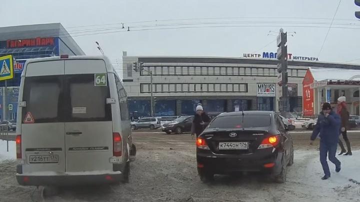 Лови маршрутку: ГИБДД оштрафовала водителей по видео, которые прислали читатели 74.ru