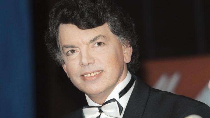 На 69-м году жизни скончался исполнитель песен «Очи чёрные» и «Три белых коня»