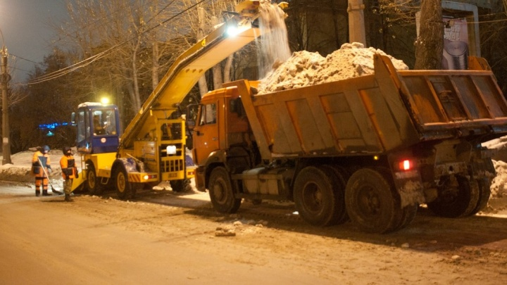 В ночь на понедельник на Луначарского будут эвакуировать машины, которые мешают уборке снега