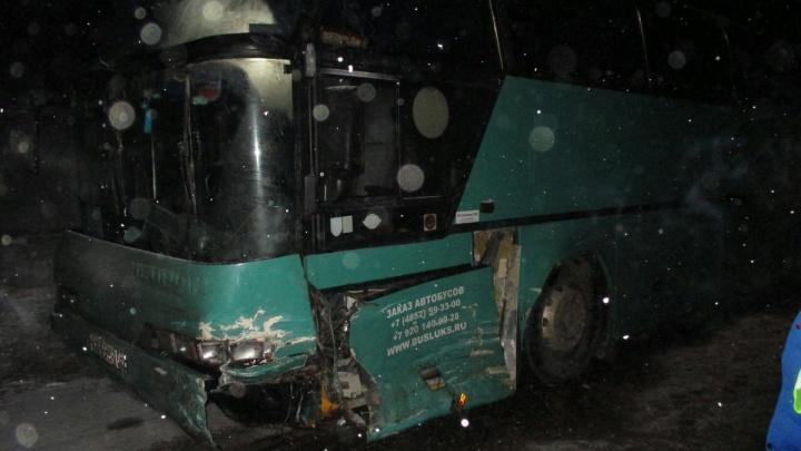 «Разворотило весь перед»: в Ярославской области столкнулись автобус и джип