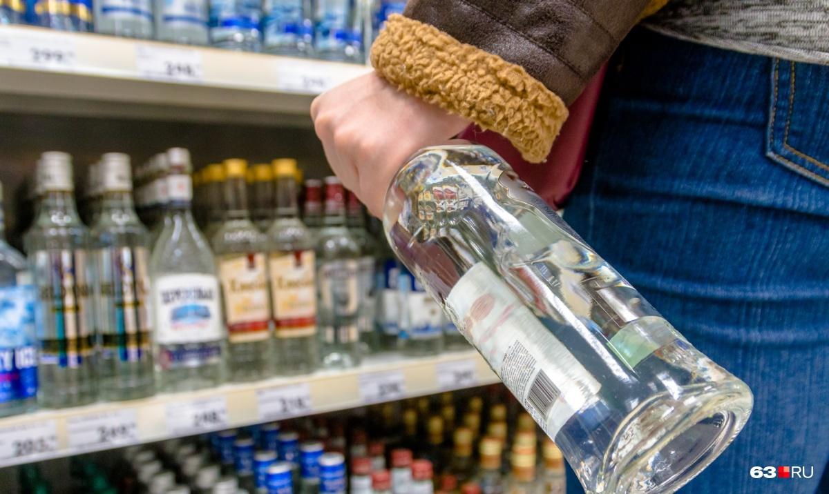 Сейчас горожанам нельзя покупать горячительные напитки с 23:00 до 8:00