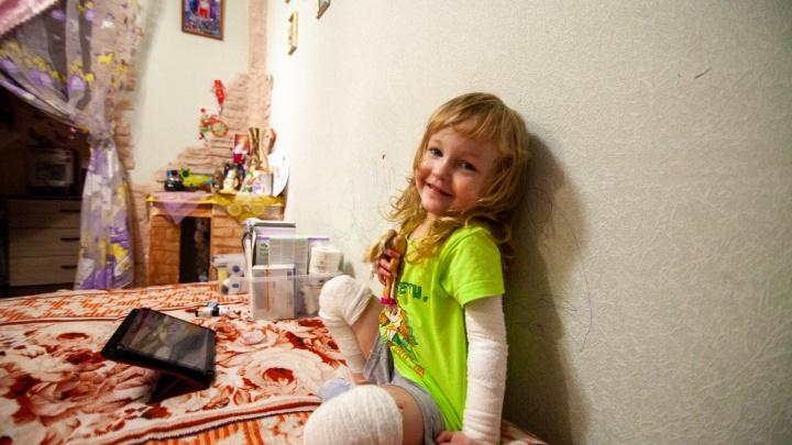 Хрупкая «бабочка» Рита: как в Ишиме живет маленькая девочка с редким и неизлечимым заболеванием кожи