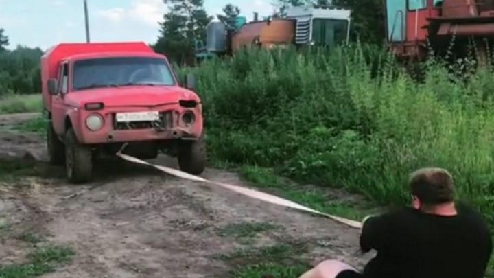«Тягает машины и колёса комбайна»: красноярский фермер Вася «Пельмень» готовится к турниру силачей