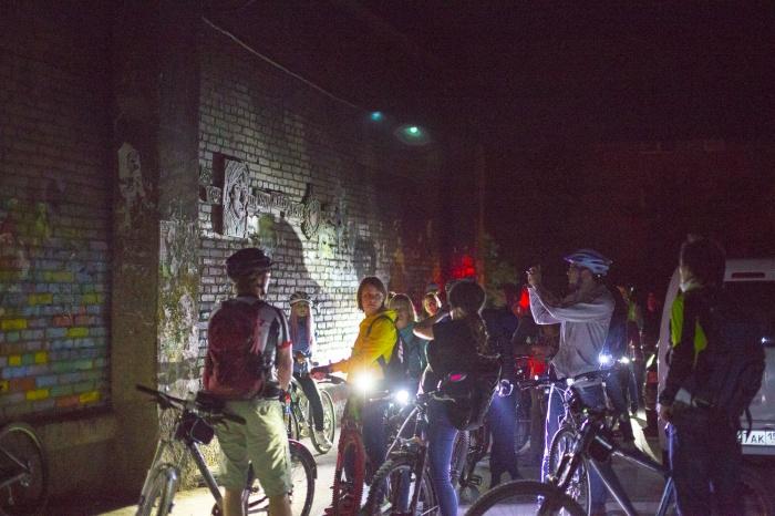 Велосипедисты решили поехать ночью, чтобы не мешать горожанам