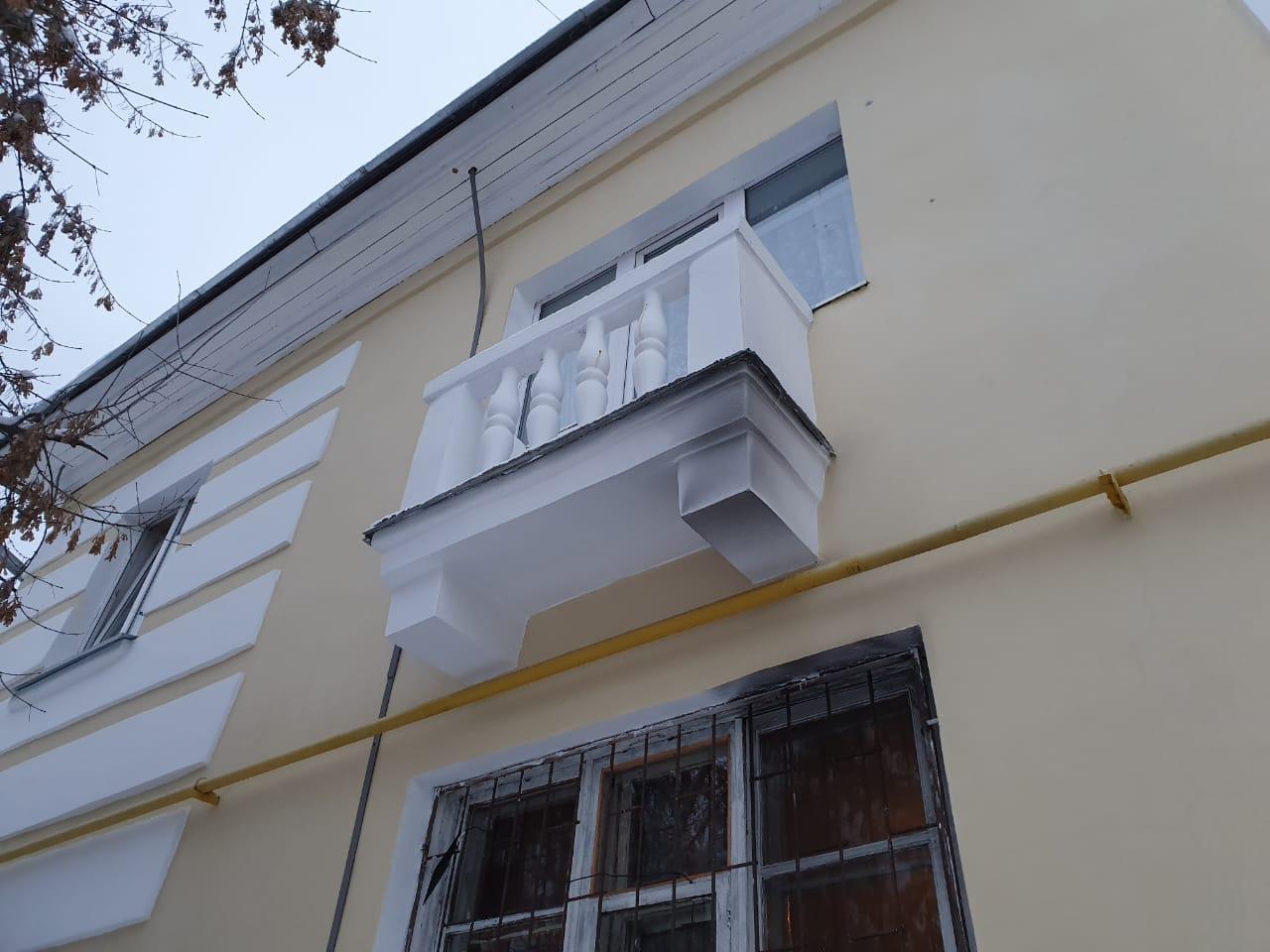От дыма, валившего из квартиры, снаружи почернел соседский балкон