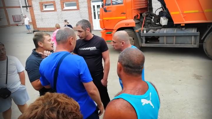 «Устроили бунт». Туристы, возвращавшиеся в Пермь, просидели в автобусе под Ижевском 12 часов