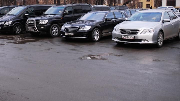 Депутатам Госдумы запретили подолгу разъезжать на представительских авто в своих регионах