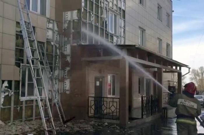 Пожар случился недалеко от станции Новосибирск-Южный.