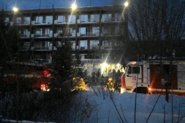 Из здания вывели 139 человек