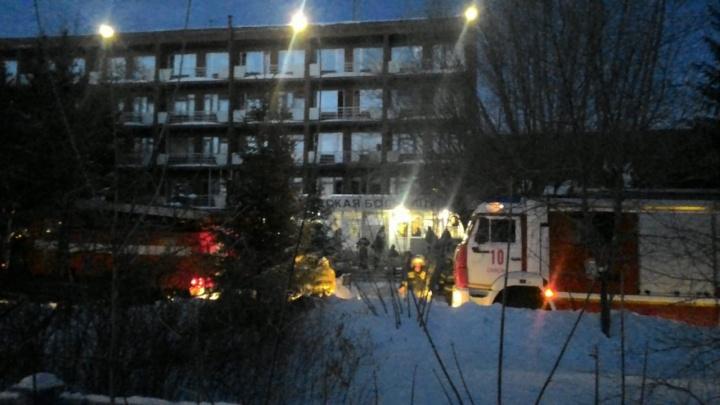 В Омске утром загорелся профилакторий