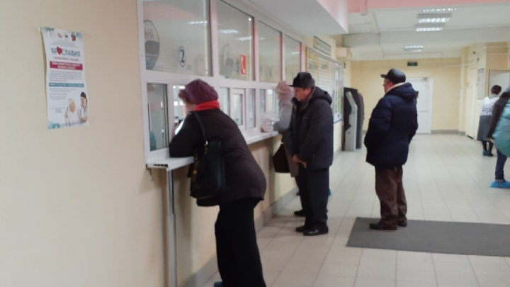 «Записаться к врачу можно только на месяц вперед»: ярославцев возмутила работа поликлиники