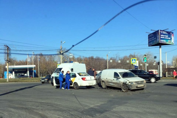 ДТП произошло на оживлённом перекрёстке