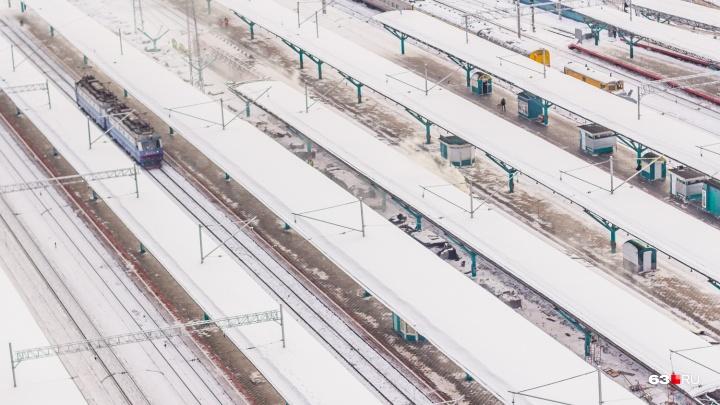 Бежал на красный: в Самаре поезд сбил насмерть мужчину