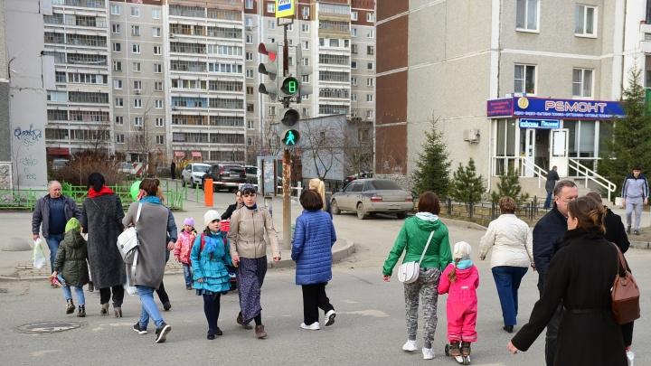 В микрорайонах УНЦ и Вторчермет заменят старые светофоры и дорожные знаки