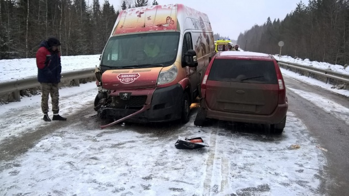 В Прикамье на одном участке трассы произошло сразу две аварии: столкнулись пять машин
