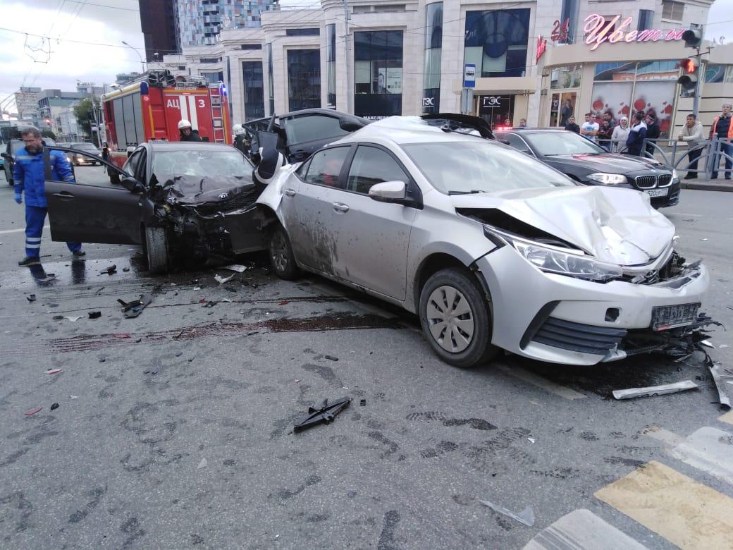 В аварию попали пять машин