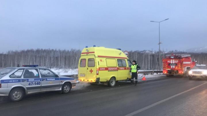 На Московском тракте Renault Duster врезался в два грузовика