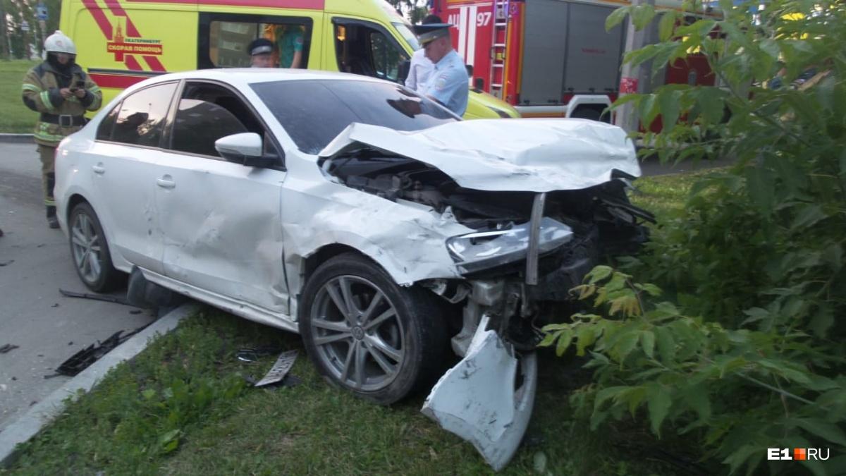 Водитель и пассажирка Volkswagen не пострадали