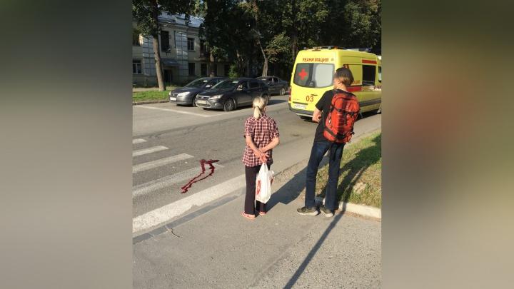 Во Втузгородке троллейбус сбил пешехода: мужчина в коме