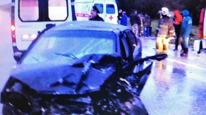 На трассе Екатеринбург — Серов водитель Chevrolet устроил лобовое ДТП, три человека в больнице