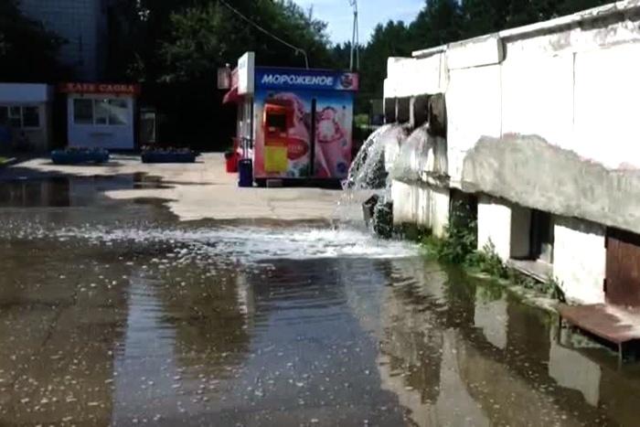 Водопад из труб в Краснообске