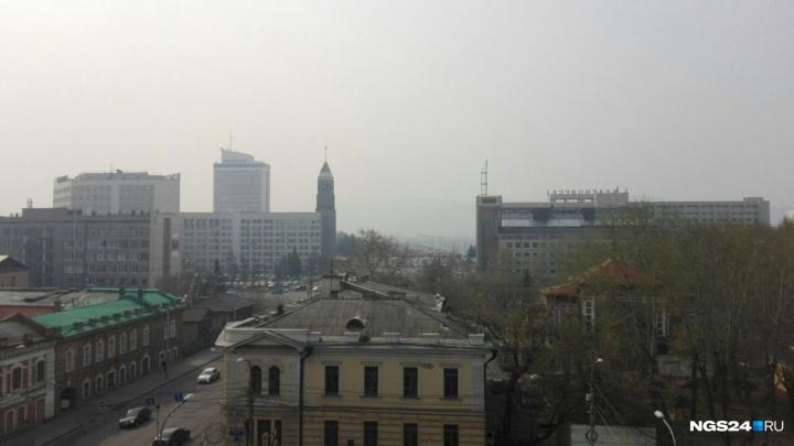 Дым от лесных пожаров окутал Красноярск: в воздухе заметили смог