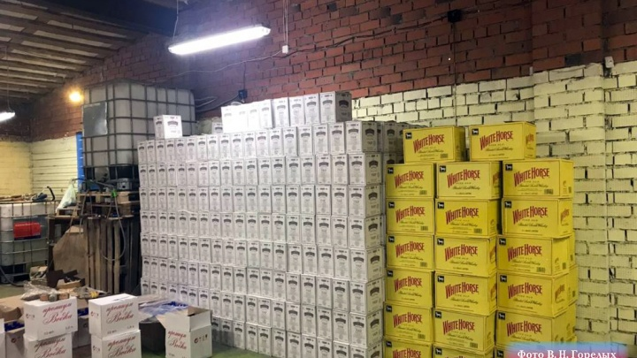 В Екатеринбурге накрыли цех, где готовили «Джек Дэниэлс» и «Хеннесси» из воды в батареях