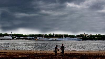 «Наиболее опасный период»: синоптики предупредили жителей ЦФО о мощных торнадо