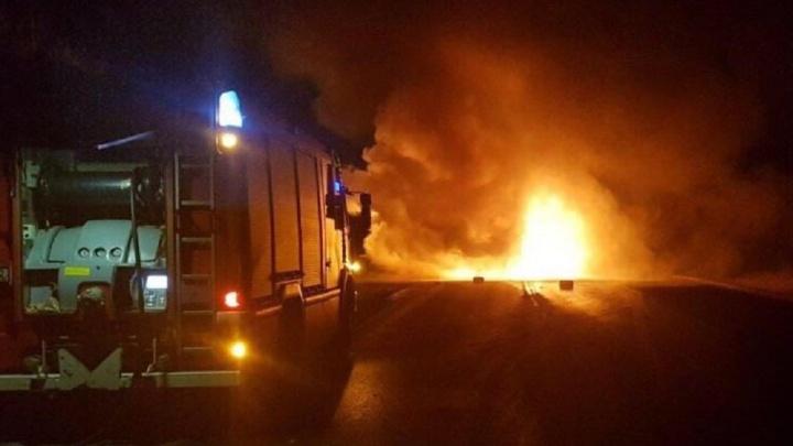 Боялись, что огонь перекинется на АЗС: у заправки на Пермякова загорелась Daewoo Nexia