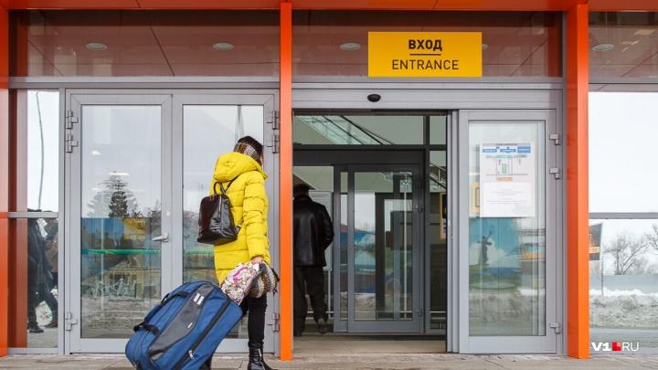Волгоградский аэропорт возобновил работу после снегопада