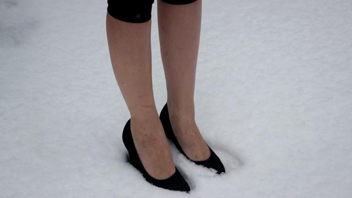 Омских супругов оштрафовали за то, что они заставляли приёмных дочерей стоять мокрыми на морозе