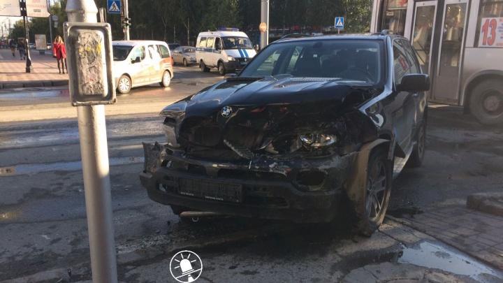 Подробности аварии на Красном проспекте: пострадали две девушки