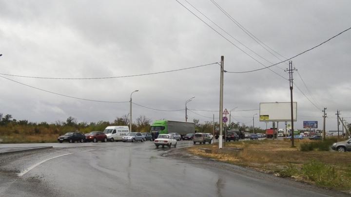 На Третьей Продольной Волгограда в аварию попали шесть машин