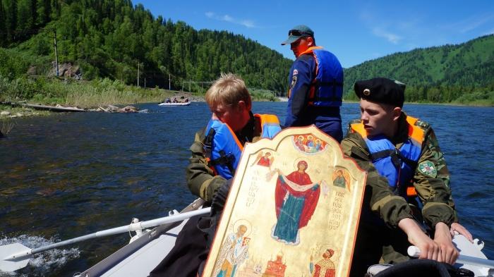 Священнослужители прошли на катере 150 км по Томи в крестном сплаве (фото)
