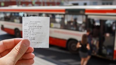 Пассажирам в автобусах Красноярска стали выдавать чеки вместо билетов