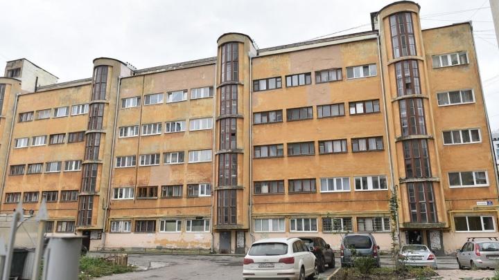 Жемчужина конструктивизма: гуляем по домам на Малышева, где создавали образцовый советский быт