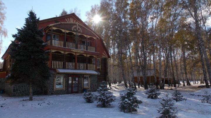 В Горьковском районе сгорел один из корпусов «Альпийской деревни»