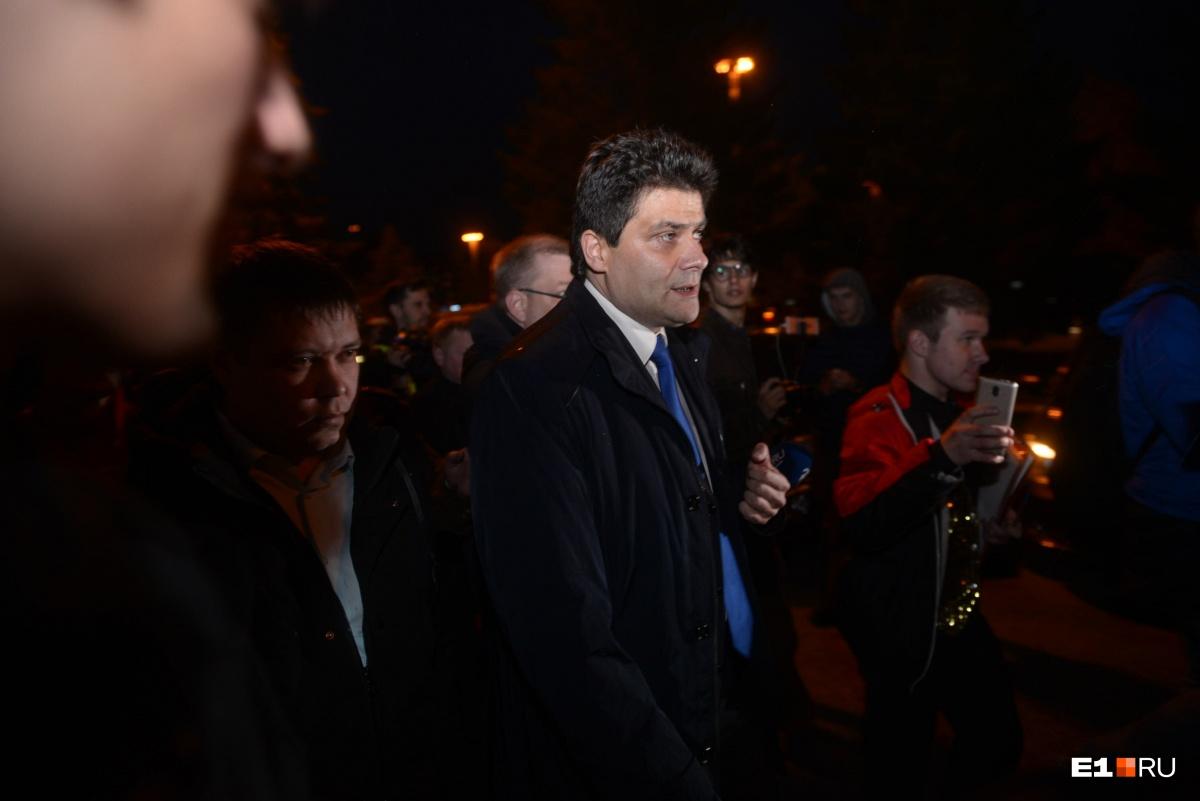 Мэру Высокинскому пришлось несладко — люди освистывали его и требовали отправить в оставку